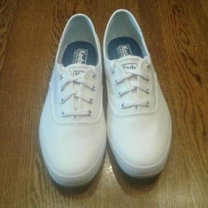 Woman's size 8 keds  sneakers NWOT $ 35.00 # 1187